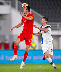 HELSINKI, FINLAND - Thursday, September 3, 2020: Wales' Kieffer Moore (L) and Finland's Daniel O'Shaughnessy during the UEFA Nations League Group Stage League B Group 4 match between Finland and Wales at the Helsingin Olympiastadion. (Pic by Jussi Eskola/Propaganda)
