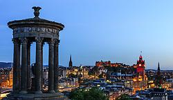 THEMENBILD - Sicht auf die Stadt vom Calton Hill aus mit dem Dugald Stewart Monument, dem Uhrturm des Balmoral Hotels und das Edinburgh Castle, Edinburgh, Schottland, aufgenommen am 14. Juni 2015 // View of the city from Calton Hill with the Dugald Stewart Monument, the clock tower of the Balmoral Hotel and Edinburgh Castle, Edinburgh, Scotland on 2015/06/14. EXPA Pictures © 2015, PhotoCredit: EXPA/ JFK