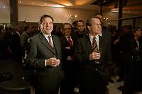 13 JAN 2003, BERLIN/GERMANY:<br /> Gerhard Schroeder (L), SPD Bundeskanzler, und Franz Muentefering (R), SPD Fraktionsvorsitzender, im Gespraech, Neujahrsempfang der SPD Bundestagsfraktion, Fraktionsebene, Deutscher Bundestag<br /> IMAGE: 20030113-02-034<br /> KEYWORDS: Gespräch, Franz Müntefering, Gerhard Schröder