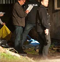 07.06.2012 Bialystok W pozarze opuszczonego domu przy ul Cieplej zginelo 4 bezdomnych N/z akcja ratownicza fot Michal Kosc / AGENCJA WSCHOD