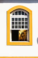 Janela de casa colonial no centro histórico de São Francisco do Sul. São Francisco do Sul, Santa Catarina, Brasil. / Window of a colonial architecture house in the historic center of Sao Francisco do Sul. Sao Francisco do Sul, Santa Catarina, Brazil.