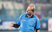 RAIPUR (India) - De Nederlander Roelant Oltmans,  ,  coach  van India,   voor de wedstrijd tussen India en Argentinië bij de Hockey World League Finale toernooi .  ANP KOEN SUYK