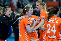 13-12-2019 JAP: Semi Final Netherlands - Russia, Kumamoto<br /> The Netherlands beat Russia in the semifinals 33-22 and qualify for the final on Sunday in Park Dome at 24th IHF Women's Handball World Championship / Laura van der Heijden #6 of Netherlands, Merel Freriks #19 of Netherlands