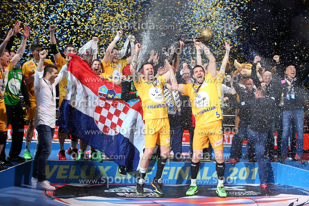 29.05.2016, Lanxess Arena, Köln, GBR, EHC CL, KS Vive Kielce vs MVM Veszprem, Finale, im Bild tkacryk (grzegorz), jurecki (michal) // during the EHF Championsleague final match between KS Vive Kielce vs MVM Veszprem at the Lanxess Arena in Köln, Germany on 2016/05/29. EXPA Pictures © 2016, PhotoCredit: EXPA/ Pressesports/ GARNIER ETIENNE<br /> <br /> *****ATTENTION - for AUT, SLO, CRO, SRB, BIH, MAZ, POL only*****