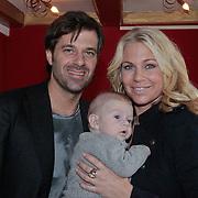 NLD/Amsterdam/20110228 - Presentatie Mama Licious, Ellemieke Vermolen met partner Sergio Herman en zoontje Zenna