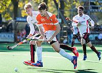 BLOEMENDAAL - HOCKEY - Florian Fuchs (Bl'daal)  met Joep de Mol (Oranje-Rood)   tijdens de competitie hoofdklasse hockeywedstrijd Bloemendaal -ORANJE-ROOD (4-1)  COPYRIGHT KOEN SUYK