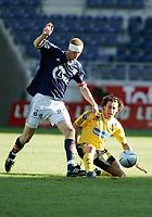 Fotball, Cup, Viking Stadion, 30/06-05,<br />Viking - Lillestrøm,<br />Robert Koren i duell med Brede Hangeland,<br />Foto: Sigbjørn Andreas Hofsmo, Digitalsport