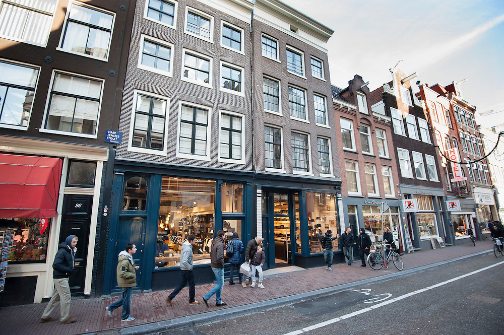 Nederland, Amsterdam, 29 dec 2012.Haarlemmerstraat, winkelstraat in het centrum van Amsterdam. ..Foto(c): Michiel Wijnbergh