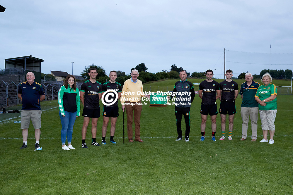 08-07-21, Club Na Mhi Jersey Square Presentations at Pairc Tailteann.<br /> Pictured, L-R, Tony O`Brien, Eimear Farrell, Shane McEntee, Ronan Ryan, Jack Kiernan, Andy McEntee, Donal Keogan, Cathal Hickey, Patsy & Anne Farrell.<br /> Photo: David Mullen / www.quirke.ie ©John Quirke Photography, Proudstown Road Navan. Co. Meath. 046-9079044 / 087-2579454.<br /> ISO: 2000; Shutter: 1/250; Aperture: 5;