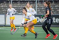 AMSTELVEEN - Frederique Matla (DenBosch) met Sabine Plonissen (Adam)  tijdens  de hoofdklasse hockey competitiewedstrijd dames, Amsterdam-Den Bosch (0-1)  COPYRIGHT KOEN SUYK