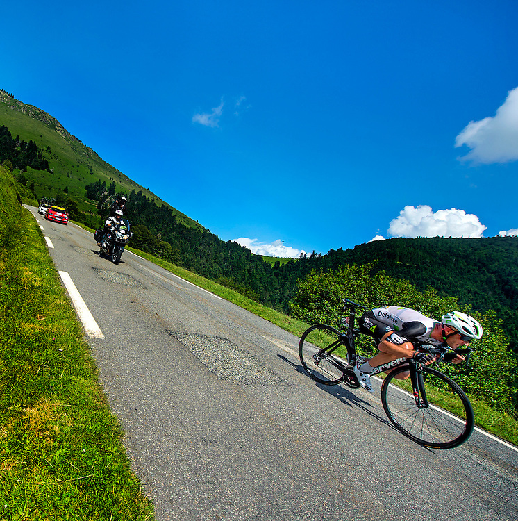 Frankrijk, Col d'Aspin, 08-07-2016<br /> Wielrennen, Tour de France, 6e etappe.<br /> Van L'Isle-Jourdain naar Lac De Payolle.<br /> Stephen Cummings in de afdaling van de Col d'Aspin op weg naar de dagzege.<br /> Foto: Klaas Jan van der Weij