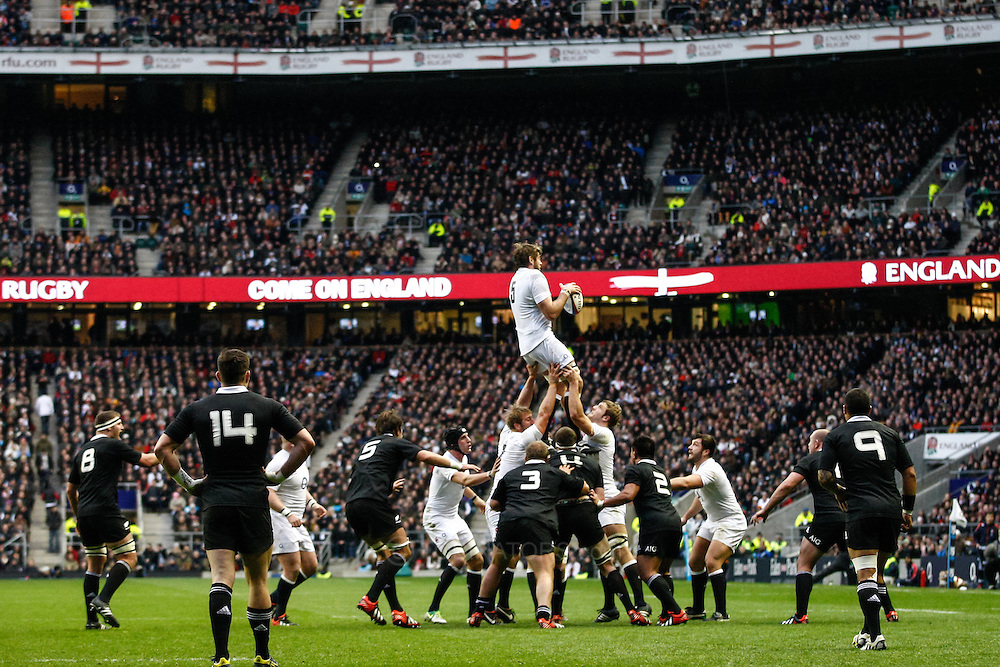 Picture by Andrew Tobin/SLIK images +44 7710 761829. 2nd December 2012. Geoff Parling of England wins a lineout during the QBE Internationals match between England and the New Zealand All Blacks at Twickenham Stadium, London, England. England won the game 38-21.