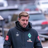 16.11.2020, Trainingsgelaende am wohninvest WESERSTADION - Platz 12, Bremen, GER, 1.FBL, Werder Bremen Training<br /> <br /> <br /> Florian Kohfeldt (Trainer SV Werder Bremen)<br /> <br />  auf dem Weg zum Training<br /> <br /> <br /> Foto © nordphoto / Kokenge *** Local Caption ***