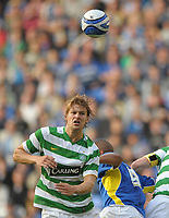 Fotball<br /> England / Skottland<br /> Foto: Colorsport/Digitalsport<br /> NORWAY ONLY<br /> <br /> Glenn Loovens of Celtic and Jay Bothroyd of Cardiff City<br /> <br /> Cardiff City vs Celtic<br /> Pre-season friendly, Cardiff City Stadium, Cardiff, Wales, UK<br /> 22/07/2009.