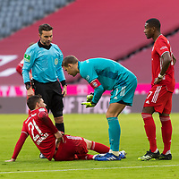 21.11.2020, Allianz Arena, Muenchen, GER,  FC Bayern Muenchen SV Werder Bremen <br /> <br /> <br />  im Bild Lucas Hernández (FCB #21) muss ausgewechselt werden mit Manuel Neuer (FCB #1) David Alaba (FCB #27) <br /> <br /> <br /> <br /> Foto © nordphoto / Straubmeier / Pool/ <br /> <br /> DFL regulations prohibit any use of photographs as image sequences and / or quasi-video.