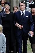 De koninklijke familie en tal van vrienden, bekenden en collega's van prins Friso zijn samengekomen in de Oude Kerk in Delft om de op 12 augustus overleden prins Friso te herdenken. <br /> <br /> The royal family and many friends, acquaintances and colleagues of Prince Friso are in the Old Church in Delft to commemorate the Prince who past away on August 12 2013.<br /> <br /> Op de foto / On the photo:Prins Constantijn, Prinses Laurentien /  Prince Constantijn, Princess Laurentien