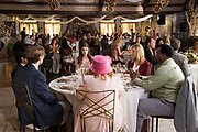 TABLE 19, CLOCKWISE FROM CENTER: ANNA KENDRICK, LISA KUDROW, CRAIG ROBINSON, JUNE SQUIBB, STEPHEN MERCHANT, TONY REVOLORI, 2017. PH: JACE DOWNS/TM & COPYRIGHT ©FOX SEARCHLIGHT PICTURES. ALL RIGHTS RESERVED.