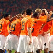 NLD/Amsterdam/20060301 - Voetbal, oefenwedstrijd Nederland - Ecuador, Dirk Kuyt word gefeliciteerd met zijn doelpunt door het team