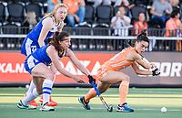 AMSTELVEEN - Stella van Gils (Ned)   met Rebecca Condie (Sco) en  Emily Dark (Sco) tijdens  dames wedstrijd , Nederland-Schotland (10-0),  bij het EK hockey. Euro Hockey 2021.   COPYRIGHT KOEN SUYK