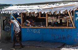 24.06.2016, Dschungelcamp, Calais, FRA, der Dschungel von Calais, im Bild ein Mann nach dem einkauf. Das Camp ist eine provisorische Zeltstadt nahe der französischen Stadt Calais. Mehrere tausend Menschen kampieren dort in Zeltunterkünften und warten auf eine Möglichkeit zur illegalen Weiterreise durch den Eurotunnel nach Großbritannien. a man after shopping. The Calais Jungle is the nickname given to a migrant encampment, where migrants live while they attempt illegally to enter the United Kingdom at the Jungle Camp of Calais, France on 2016, 06, 24. EXPA Pictures © 2016, PhotoCredit: EXPA, JFK