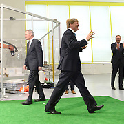Koning en koningin bezoeken Noordrijn-Westfalen. Koning Willem Alexander en Koningin Maxima bezoeken het onderzoeksinstituut Fraunhofer IML<br /> <br /> King and Queen visit North Rhine-Westphalia.<br /> King Willem Alexander and Queen Maxima visit  research Fraunhofer IML<br /> <br /> Op de foto / On the photo: <br /> <br />  Koning Willem-Alexander heeft een bal in het doel geschoten, die door een computeraangestuurde keeper<br /> <br /> King Willem-Alexander has a ball in the goal shot by a computer controlled keeper