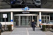 Nederland, Nijmegen, 12-2-2019De directie van het CWZ, canisius Wilhwelmina ziekenhuis, in Nijmegen maakte bekend 150 arbeidsplaatsen, 100 fte, vooral van handen aan het bed, te zullen gaan bezuinigen. Ook gaan er 40 bedden verdwijnen . Het zou nodig zijn om toekomstbestendig te zijn qua kosten en begroting. Het moet opgevangen worden  door efficienter en harder werken van de blijvende verpleegkundigen. De mededeling kwam voor het oersoneel en de burgerij als een grote verrassing en de ondernemingsraad en vakbond NU91 zetten grote vraagtekens bij het besluit .Foto: Flip Franssen