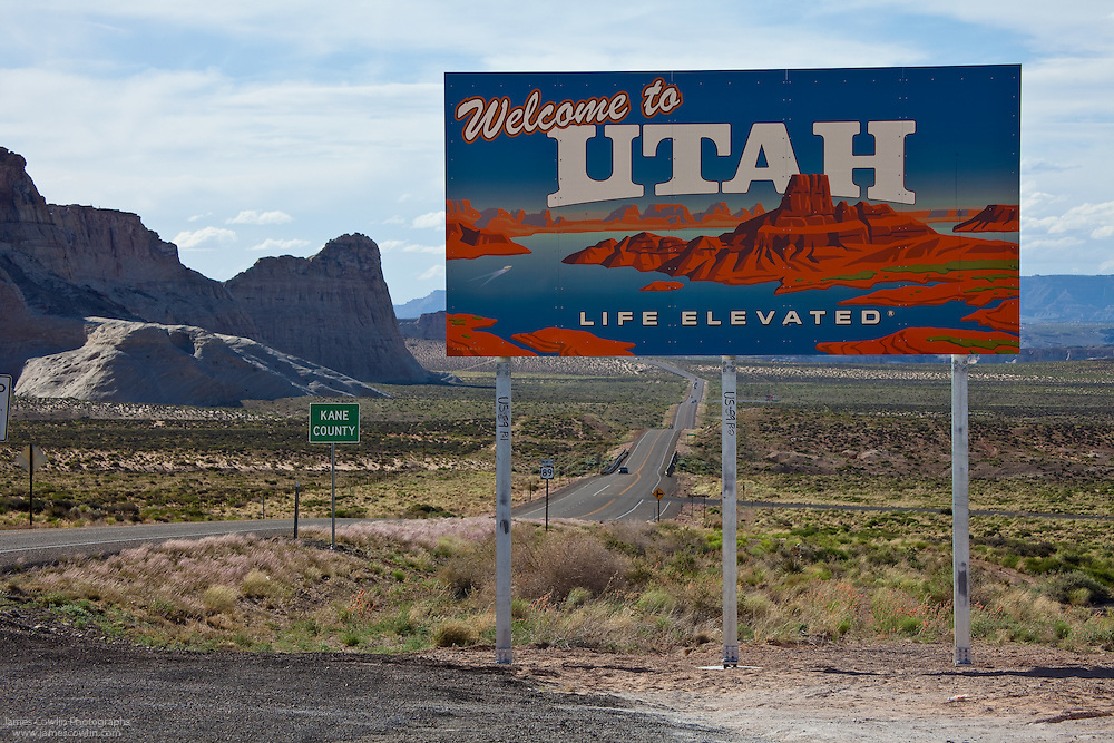 The Welcome to Utah sign on US Route 89 at the Arizona border between Page and Kanab
