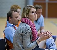 ROTTERDAM -  International bij de dames, Willemijn Bos, als manager op de bank bij Groningen. Groningen H3 tegen Union H3 tijdens het Landskampioenschap reserveteam zaal 2013. FOTO KOEN SUYK