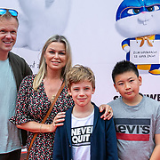 NLD/Amsterdam/20190602 - Familiepremière Huisdiergeheimen 2, Bridget Maasland, broer Bryan en zoon Mees