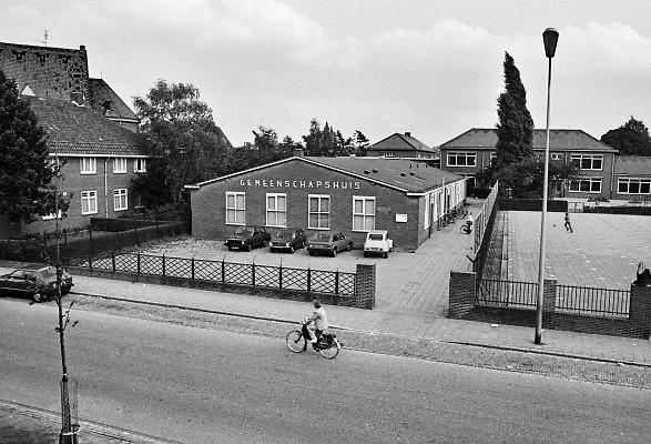 Nederland, Nijmegen, 15-9-1982Het gemeenschapshuis in de wijk Het Waterkwartier. Dit was een stadsuitbreiding uit de vroege 20e eeuw met een sterke sociale cohesie. Een dorp in de stad.Foto: Flip Franssen/Hollandse Hoogte