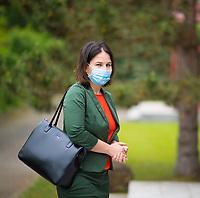 DEU, Deutschland, Germany, Eberswalde, 11.06.2020: Annalena Baerbock, Bundesvorsitzende von BÜNDNIS 90/DIE GRÜNEN, beim Besuch des Schulranzenherstellers Thorka (McNeill), der in der Corona-Krise auch Mund-Nase-Schutzmasken produziert. Baerbock führte Gespräche mit der Geschäftsführung über die Produktion und die Herausforderungen der Herstellung von medizinischen FFP-Masken.