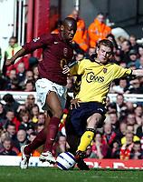 Photo: Ed Godden.<br />Arsenal v Aston Villa. The Barclays Premiership. 01/04/2006. Abou Diaby (L) is challenged by Villa's Steven Davis.