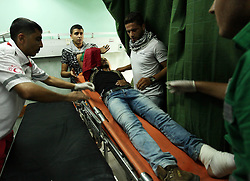 16.10.2015, Gaza city, PSE, Gewalt zwischen Palästinensern und Israelis, im Bild Zusammenstösse zwischen Palästinensischen Demonstranten und Israelischen Sicherheitskräfte // An injured Palestinian protester, who was wounded during clashes with Israeli security forces in the east of Gaza city, recieves treatment at al-Shifa hospital. The unrest that has engulfed Jerusalem and the occupied West Bank, the most serious in years, has claimed the lives of 35 Palestinians and seven Israelis. The tension has been triggered in part by Palestinians' anger over what they see as increased Jewish encroachment on Jerusalem's al-Aqsa mosque compound, Palestine on 2015/10/16. EXPA Pictures © 2015, PhotoCredit: EXPA/ APAimages/ Ashraf Amra<br /> <br /> *****ATTENTION - for AUT, GER, SUI, ITA, POL, CRO, SRB only*****