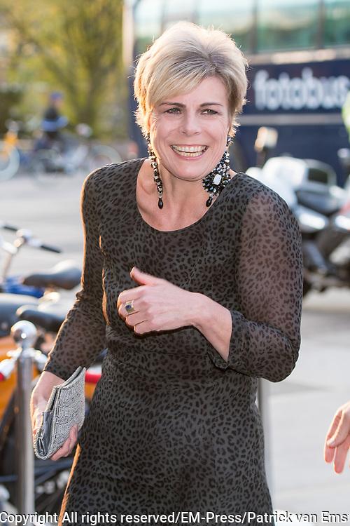 Prins Constantijn reikt prijs World Press Photo 2018 uit tijdens een awardshow in de de Westergasfabriek in Amsterdam. <br /> <br /> Prince Constantijn presents World Press Photo 2018 prize during an award show at the Westergasfabriek in Amsterdam.<br /> <br /> Op de foto / On the photo: