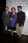 Kevin Spacey, Jennifer Ehle and D.W. Moffett. Old Vic's The Philadelphia Story Opening night party, Trafalgar. Trafalgar Sq. London. 11 May 2005. ONE TIME USE ONLY - DO NOT ARCHIVE  © Copyright Photograph by Dafydd Jones 66 Stockwell Park Rd. London SW9 0DA Tel 020 7733 0108 www.dafjones.com