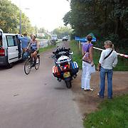 NLD/Huizen/20050906 - Verbrand lijk gevonden langs bospad Bussummerweg Huizen, technische recherche