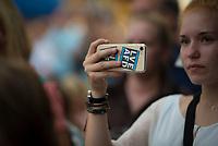 DEU, Deutschland, Germany, Königs Wusterhausen, 30.08.2019: Eine junge AfD-Parteianhängerin filmt bei einer Wahlkampfveranstaltung der Partei Alternative für Deutschland (AfD) mit ihrem Smartphone, das mit dem Aufkleber LOVE AFD bedruckt ist.