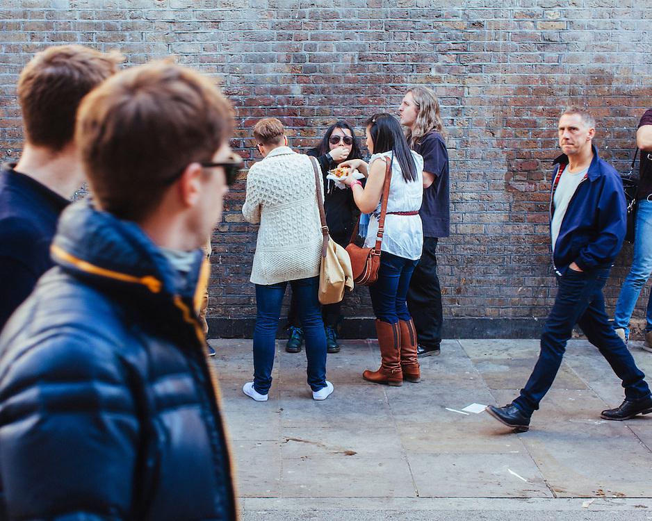 Touristes on Brick Lane enjoying a summer day out