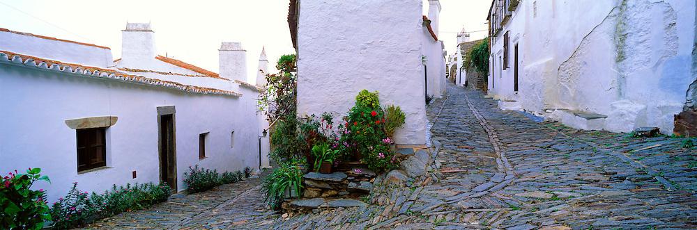PORTUGAL, ALENTEJO AREA Monsaraz, ancient village streets
