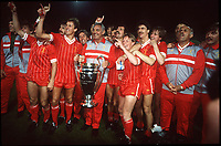JOE FAGAN MANAGER AND LIVERPOOL TEAM CELEBRATE WITH EUROEAN CUP<br />
