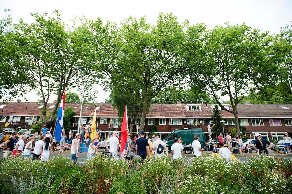 Het publiek verzamelt op de Cartesiusweg. In Utrecht is de tweede etappe vanTour de France van start gegaan.<br /> <br /> In Utrecht the second stage of the Tour de France has started