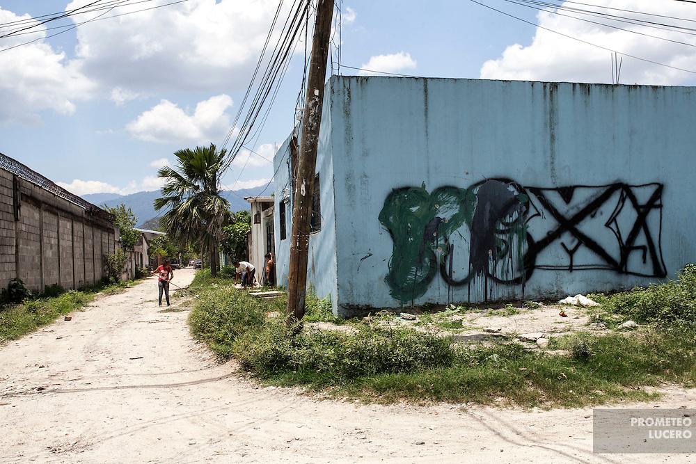 Una pinta borrada de la Mara Salvatrucha es vista en Reparto Lempira, al sureste de San Pedro Sula. Borrar una pinta de las pandillas puede ser considerado por ellas como una ofensa grave que puede llevar a la muerte. (Prometeo Lucero)