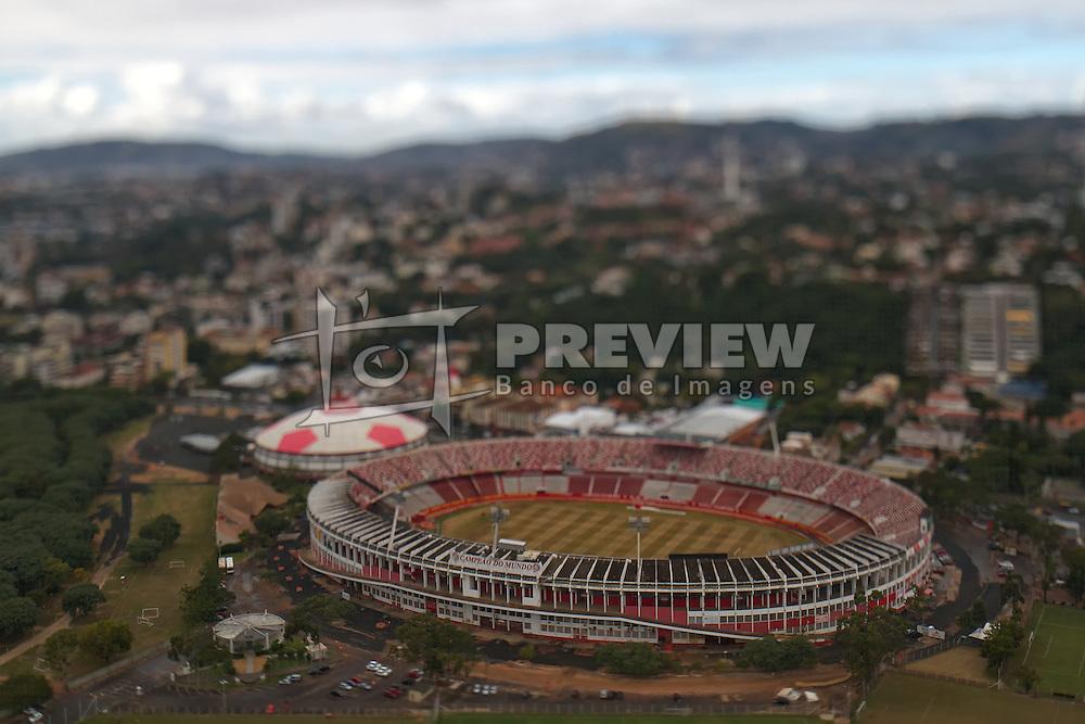 O Estádio José Pinheiro Borda, também conhecido como Gigante da Beira-Rio é o estádio do clube de futebol Sport Club Internacional e está localizado às margens do Rio Guaíba, em Porto Alegre. Seu nome oficial é uma homenagem a um cidadão português que durante muitos anos comandou as obras de construção do estádio, morrendo antes que fossem terminadas. Atualmente, é o terceiro maior estádio particular do país e será o maior quando forem terminadas as obras de reforma e ampliação das arquibancadas, em andamento para 60.000 torcedores. FOTO: Jefferson Bernardes/Preview.com