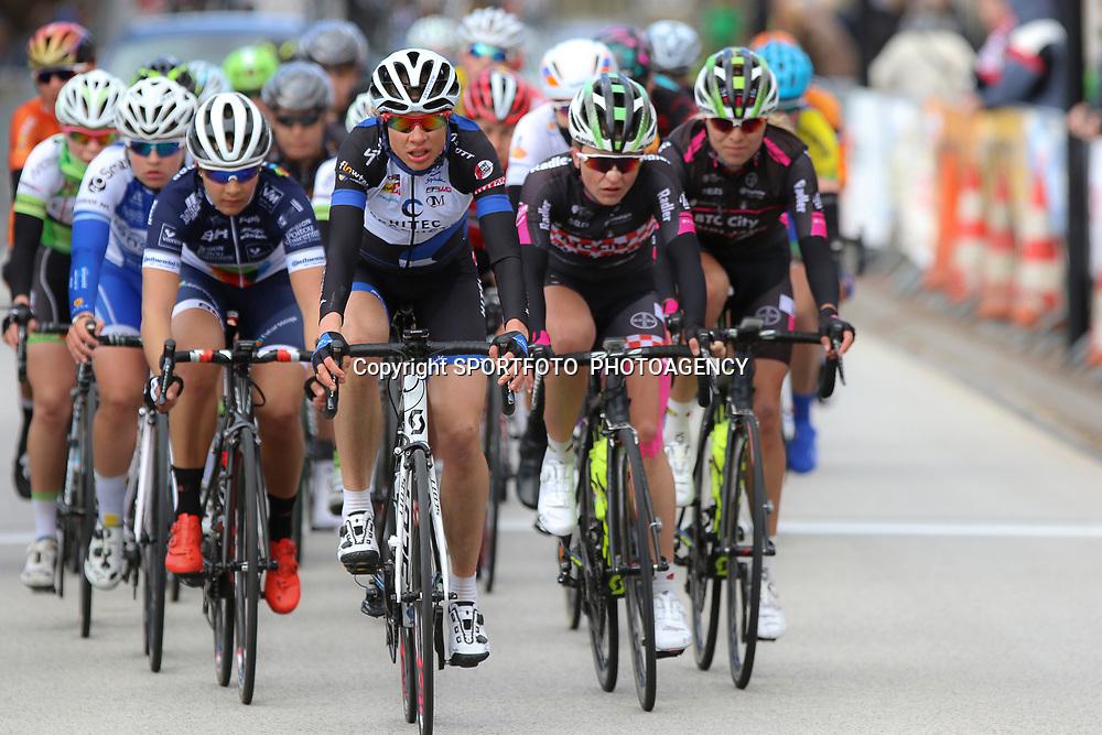 23-04-2016: Wielrennen: Topcompetitie vrouwen: Borsele  <br /> s-Heerenhoek (NED) wielrennen De omloop van Borsele een koers met kenmerkende smalle passages over dijken kent met wind. meestal veel strijd