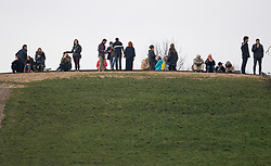 © Licensed to London News Pictures. 15/01/2021. London, UK. Members of the public gather on Primrose Hill, North London. The Met police has urged Londoners to stick to lockdown rules which were introduced to fight the spread of a new, more aggressive strain of COVID-19. Photo credit: Ben Cawthra/LNP