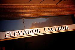 O Elevador Lacerda é o primeiro elevador urbano do mundo. Em 8 de dezembro de 1873, quando foi inaugurado, era o mais alto do mundo, cerca de 63 metros de altura. Cumpre a função de transporte público entre a Praça Cairú, na Cidade Baixa, e a Praça Thomé de Souza, na Cidade Alta. Hoje é um dos principais pontos turísticos e cartão postal da cidade. FOTO: Jefferson Bernardes/Preview.com