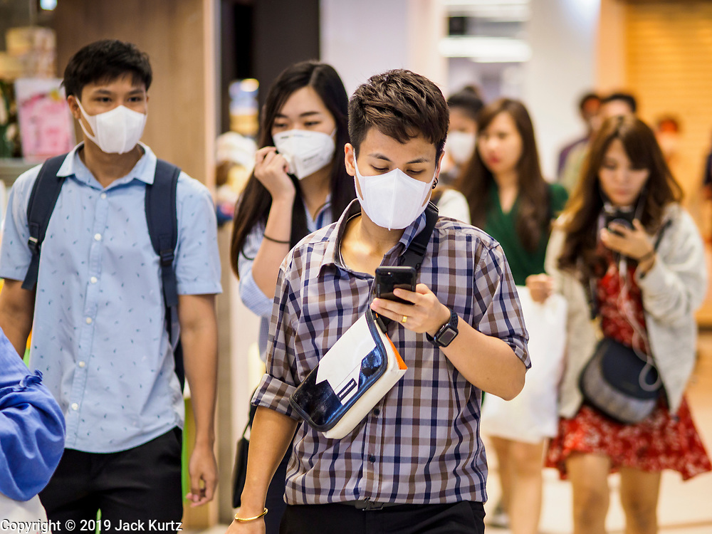 30 JANUARY 2019 - BANGKOK, THAILAND:   People wearing breathing masks because of air pollution over Bangkok walk through a subway station in central Bangkok. The Thai government has closed more than 400 schools for the rest of the week because of high levels of pollution in Bangkok. At one point Wednesday, Bangkok had the third highest level of air pollution in the world, only Delhi, India and Lahore, Pakistan were worst. The Thai government has suspended some government construction projects and ordered other projects to take dust abatement measures. Bangkok authorities have also sprayed water into the air in especially polluted intersections to control dust. Bangkok's AQI (Air Quality Index) Thursday morning was 180, which is considered unhealthy for all people.    PHOTO BY JACK KURTZ