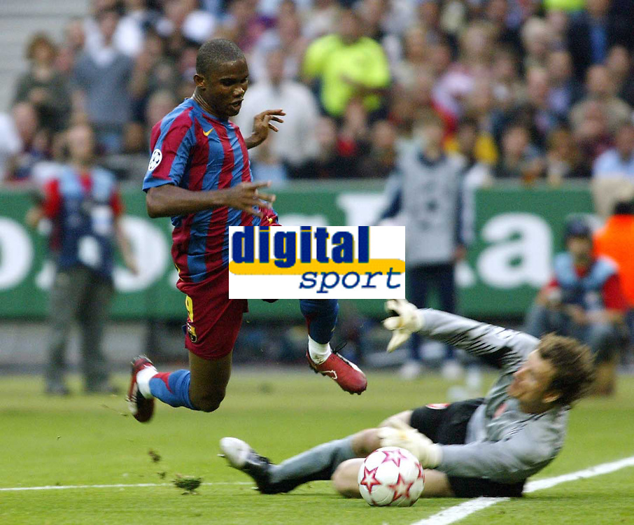 Photo: Chris Ratcliffe.<br /> Arsenal v Barcelona. UEFA Champions League Final. 17/05/2006.<br /> Samuel Eto'o is broughht down by Jens Lehmann and the keeper is sent off.