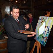 Start expositie Kijkkunst Huizer Klederdrachtmuseum Huizen, Henry meijdam schilderend