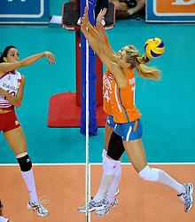 18-09-2011 VOLLEYBAL: DELA TROPHY NEDERLAND - TURKIJE: ALMERE<br /> Nederland wint met 3-0 van Turkije en wint hierdoor de DELA Trophy / (L-R) Gozde Kirdar Sonsirma, Laura Dijkema, Caroline Wensink<br /> ©2011-FotoHoogendoorn.nl